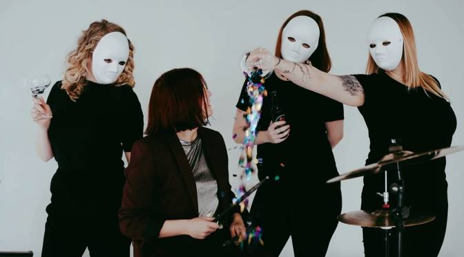 Run Into the Night: Blow a kiss / Catch a knife – video PREMIERE!